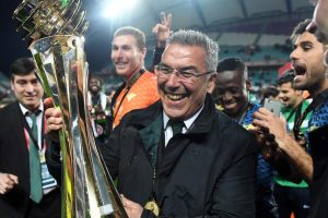 Moreirense's coach Augusto Inacio celebrates with their trophy after winning the Portuguese Cup final football match SC Braga vs Moreirense FC at the Algarve stadium in Faro on January 29, 2017. / AFP / Francisco LEONG        (Photo credit should read FRANCISCO LEONG/AFP/Getty Images)