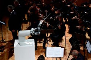 60-140539-robot-leads-the-orchestra-in-a-concert-in-italy_700x400